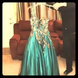 Beautiful MacDuggal prom dress